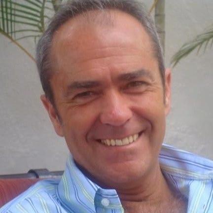 Doctor Carlos Álvarez de Clínica Sonríe Granada