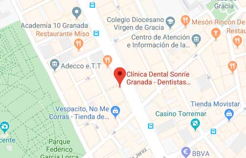 donde se encuentra clínica sonríe Granada